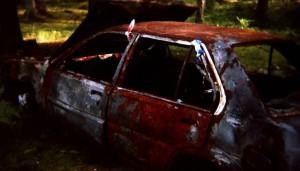 Stare zardzewiałe auto
